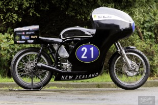 Nick Thomson, Eldee T.T., lightweight, Velocette special, side elevation, starboard side, petrol tank, new Eldee Velocette badge, carbon fibre petrol tank and fairing, rider, Bill Swallow, flying swallow mark, publicity photo, photographer, Shaun Waugh, MagentaDot Brands