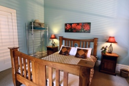 Pomeroy's on Kilmore Boutique Accommodation guest room 3 of 5.