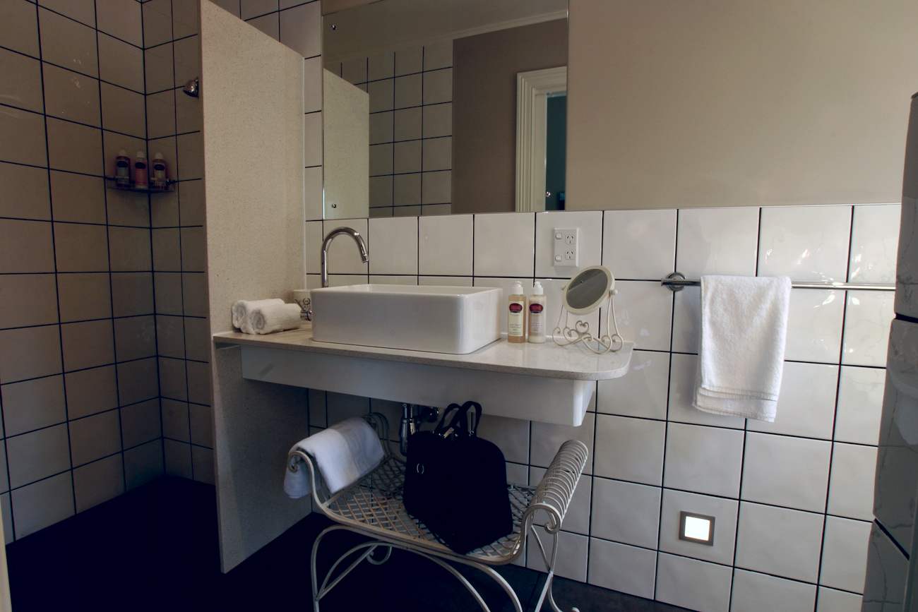 Pomeroy's on Kilmore Boutique Accommodation guest's ensuite bathroom.
