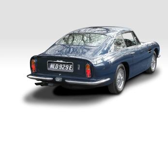 Aston_Martin_DB6-1