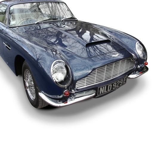 Aston_Martin_DB6-9