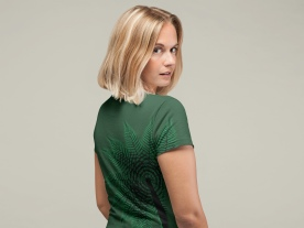 a-woman-with-a-lob-haircut-in-treefern-new-zealand-t-shirt-2
